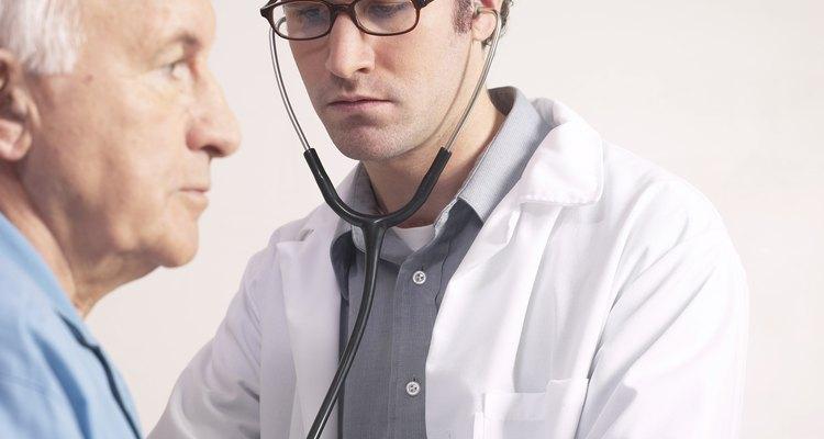 Consulta con un médico si tu corazón se acelera luego de comer.