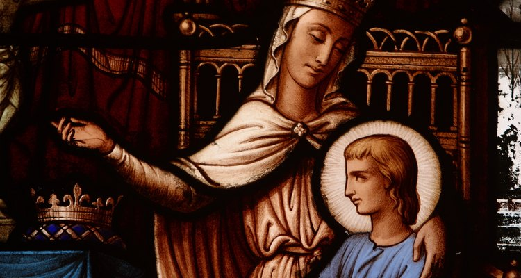 As imagens da realeza bíblica decoram vários vitrais de igrejas