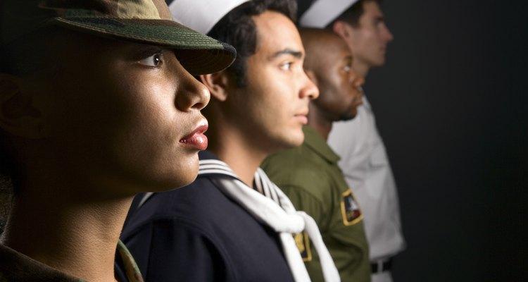 Para muchos jóvenes la oportunidad de convertirse en un oficial del Ejército es el sueño de su vida