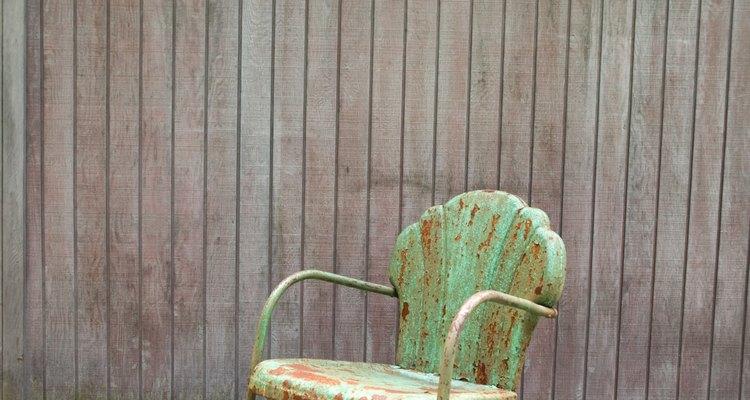 Cercados externos podem ser coloridos com stains impregnantes semitransparentes ou de cor sólida