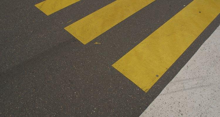 Saiba como são removidas as faixas de trânsito