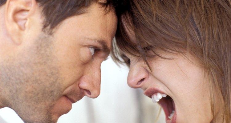 Aprenda a lidar com as críticas da sua namorada sem ficar na defensiva