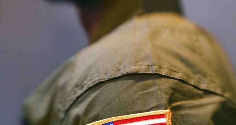 A colocação de uma bandeira na manga da camisa atua como parte importante no código de uniforme