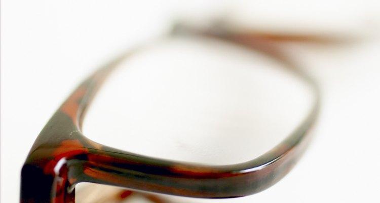 Determina las medidas de las gafas para asegurarte de que tus gafas calzan correctamente.