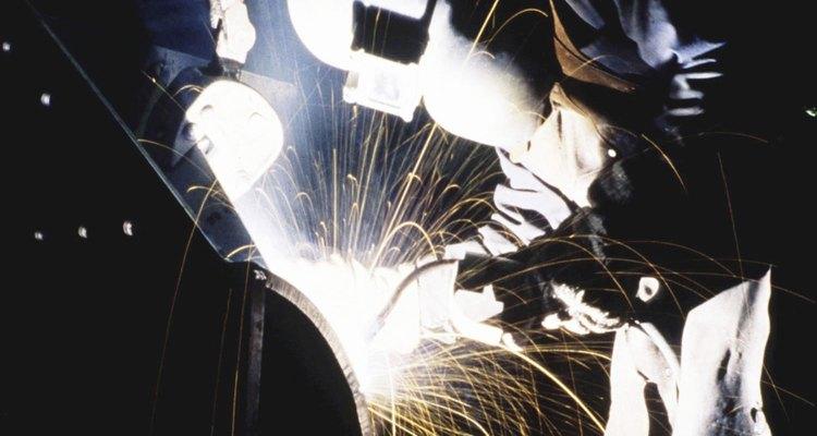 Hay dos métodos comunes para la retro purga de la zona del cordón de raíz de la soldadura de una tubería.