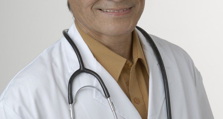 Um médico sempre deverá ser consultado