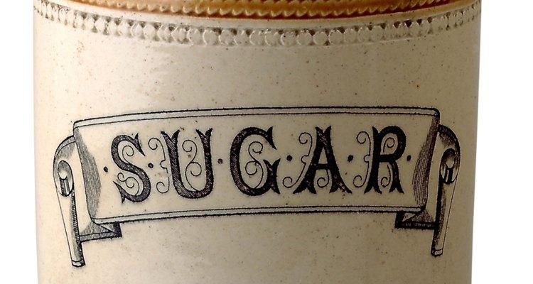 El azúcar almacenada tiende a formar grumos después de un tiempo.