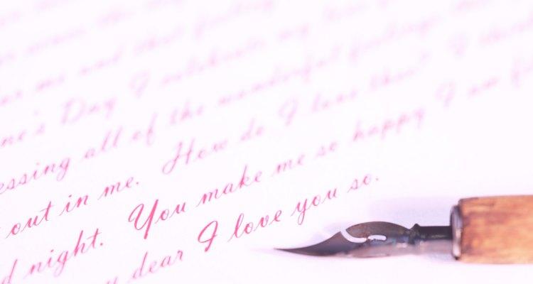 Escribe una carta como gesto profesional para rechazar una oferta laboral que no deseas.