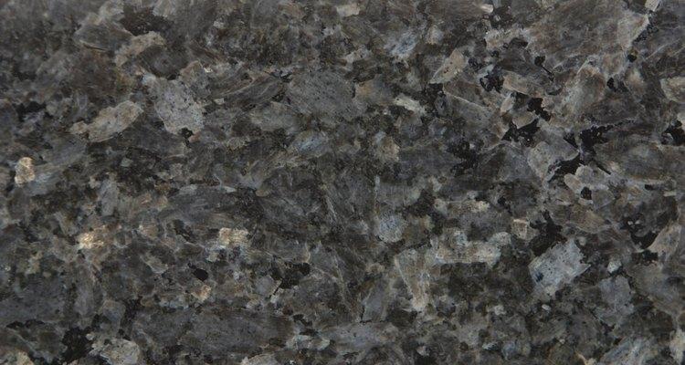 Algumas substâncias podem danificar a superfície do granito