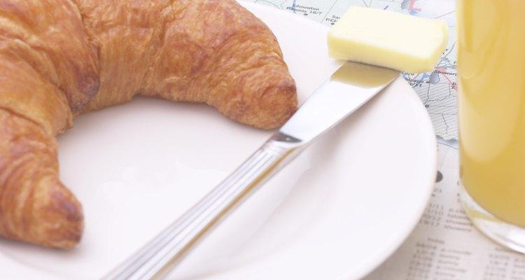 El pan es el protagonista de los típicos desayunos franceses.