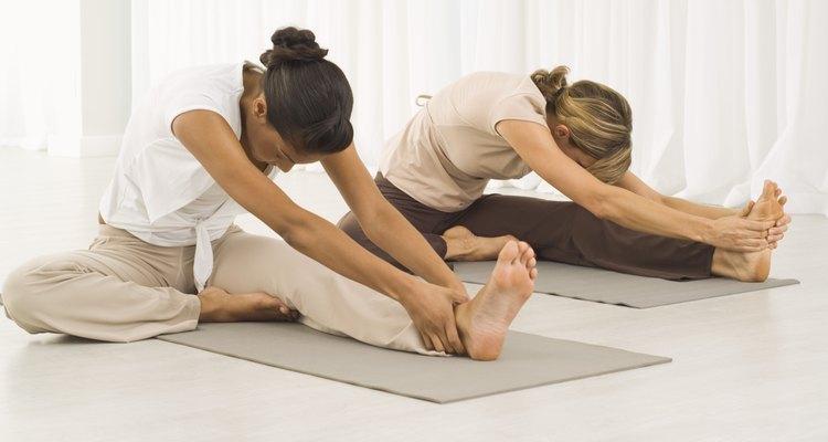 O alongamento condiciona o corpo antes e depois do exercício.