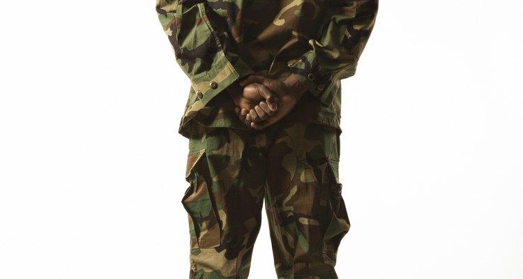Os soldados são obrigados a usar os acessórios de uniformes da forma correta