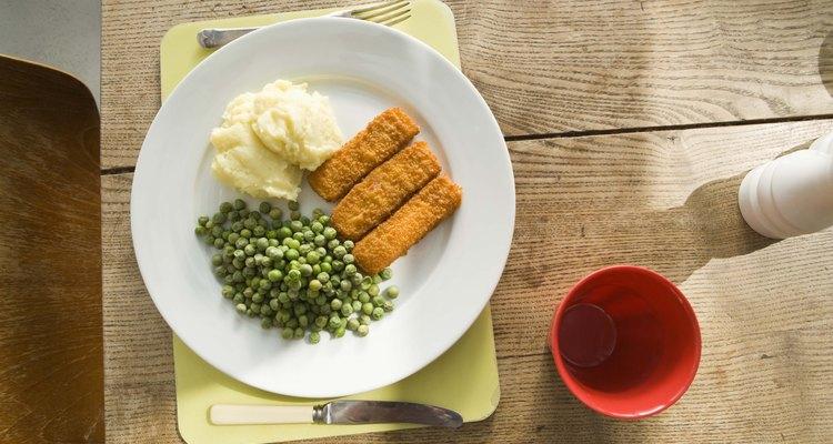Convierte unas hojuelas deshidratadas de papa en un fácil acompañamiento para la cena.
