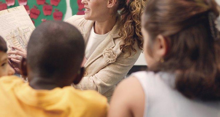 La práctica y el estudio del significado de las palabras son las dos características que se desarrollan en la adolescencia.