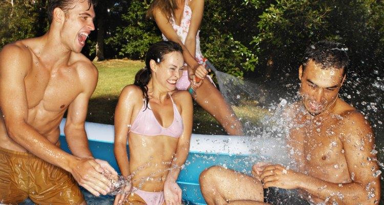 As piscinas Intex, muitas vezes, incluem um jogo para reparos