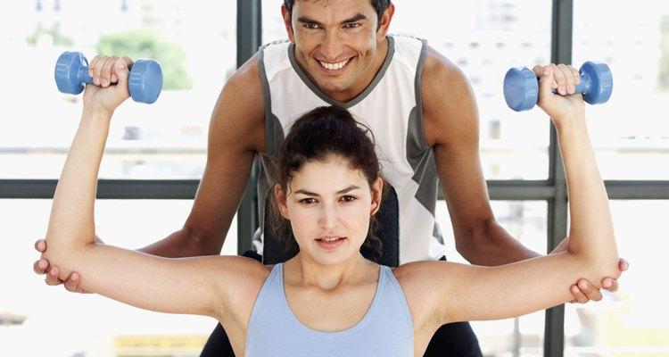 Los entrenadores atléticos son profesionales de la salud que colaboran en la prevención y tratamiento de las lesiones relacionadas con los huesos y los músculos.