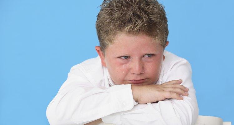Los pre-adolescentes experimentan emociones más fuertes que los niños, y las emociones se hacen más fuertes en la adolescencia.