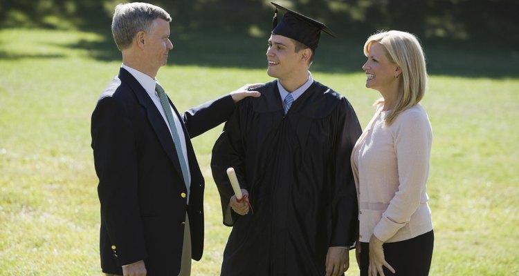 Dedica un poco de pensamiento a un regalo para un joven que se está graduando.