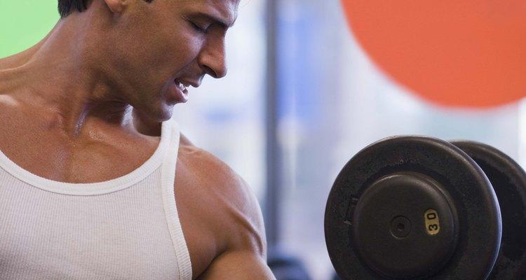 Pesos livres e máquinas não são os únicos meios para a construção de bíceps grandes