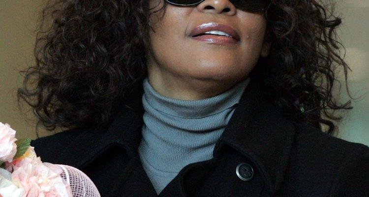 Em 2001, estações de rádio e publicações divulgaram erroneamente a morte de Whitney, que viria a ocorrer de forma trágica 11 anos depois