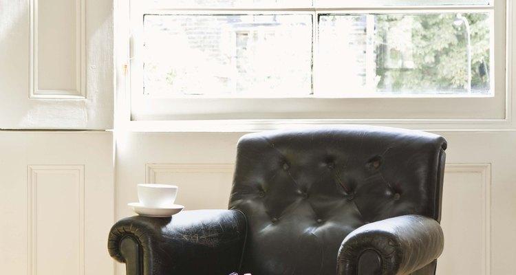 El aceite de pata de buey se usa para que tus sillones duren mucho tiempo.