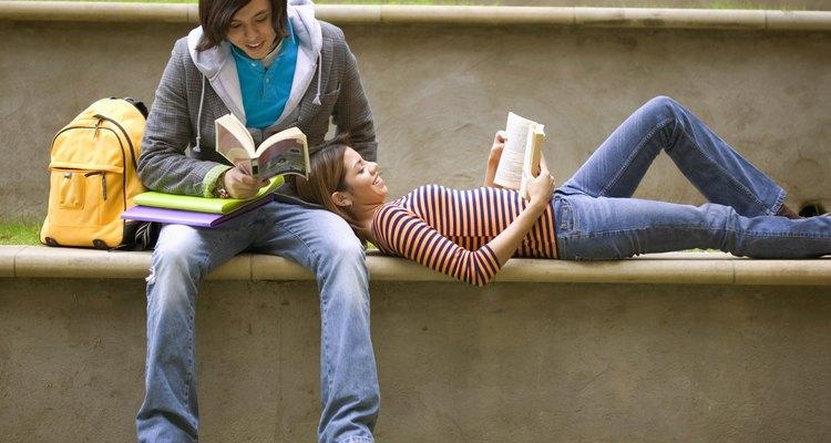 Nas livrarias, há seções inteiras devotadas aos adolescentes