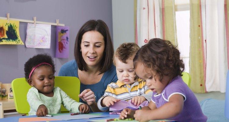 Los bebés mayores deben jugar con bebés de su edad.