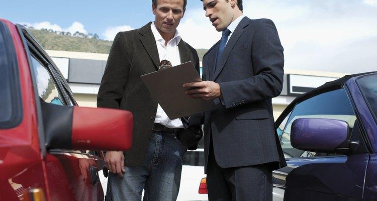 Los gerentes de ventas de automóviles a menudo trabajan a comisión.