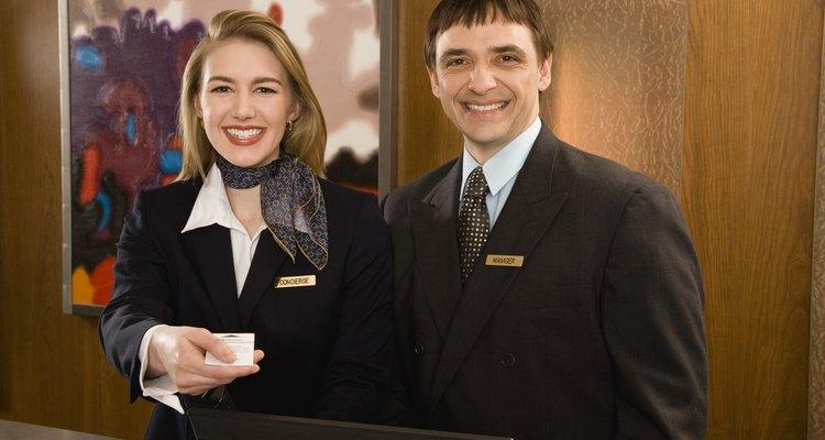 El gerente de servicio a huéspedes asegura un excelente servicio a sus huéspedes.