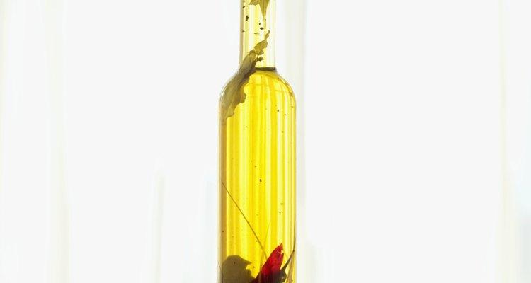 O benefício do azeite de oliva na alimentação é amplamente divulgado, porém poucos sabem de seus benefícios dermatológicos