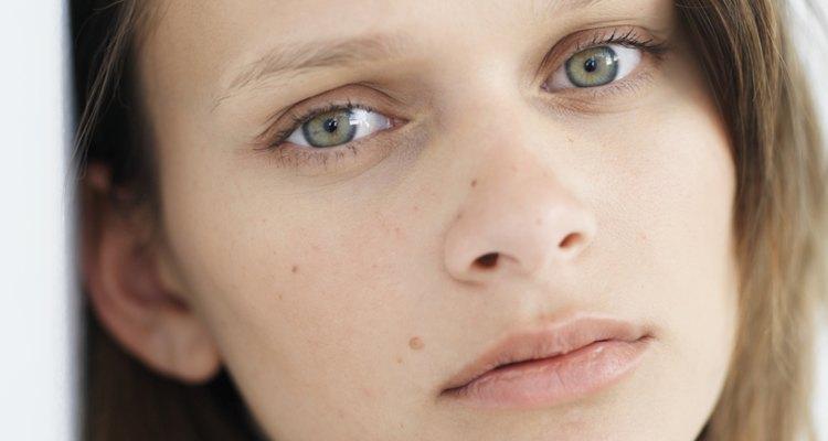 Eliminar el vello facial puede ser sencillo si utilizas peróxido de hidrógeno.