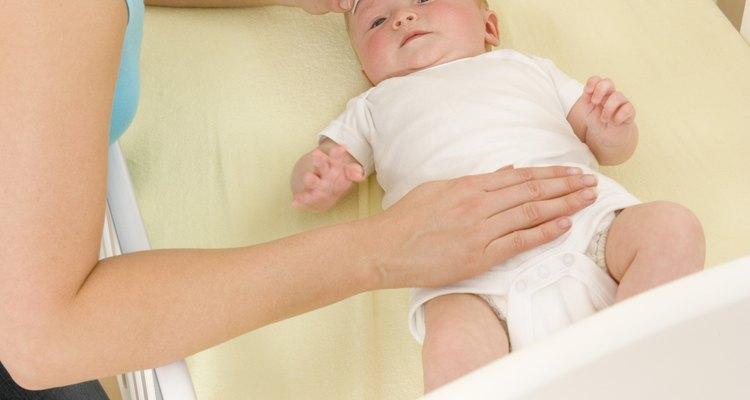 Se você suspeitar de que o bebê recebeu uma superdosagem de Tylenol, procure um serviço médico de emergência imediatamente