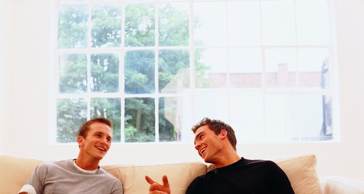 Los hombres necesitan a sus amigos, pero su vínculo no debe hacerte sentir excluida.
