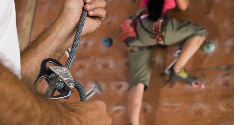 Queimadura com cordas é uma lesão comum entre pessoas que escalam