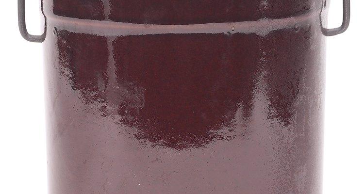 Mesmo a panela mais dura e resistente pode desenvolver uma rachadura