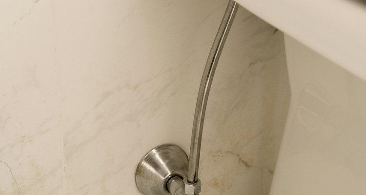 La instalación apropiada permite una transición suave entre el baño y los azulejos.