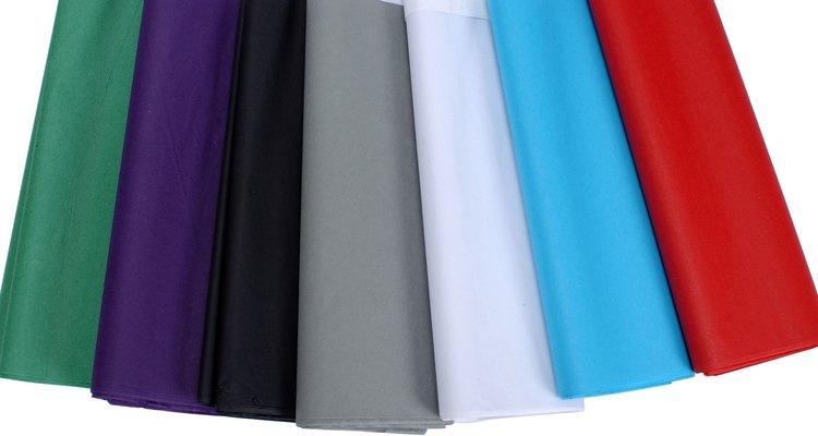 Coloque tecido branco para ter um visual suave ou escolha cores ousadas para um vibrante espaço de diversão