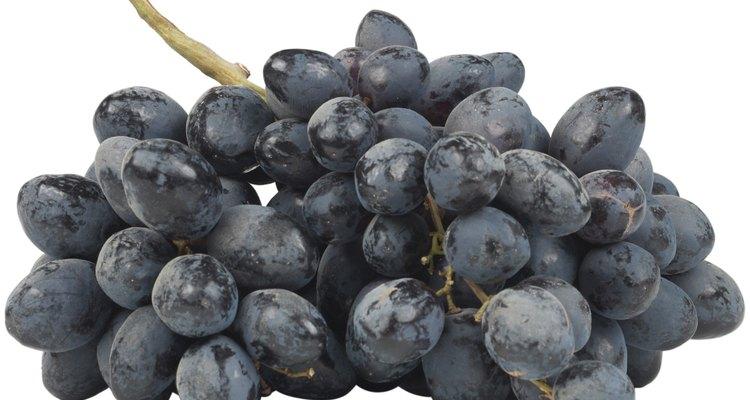 Evita tomar uvas cubiertas en dióxido de azufre en la tienda de comestibles.
