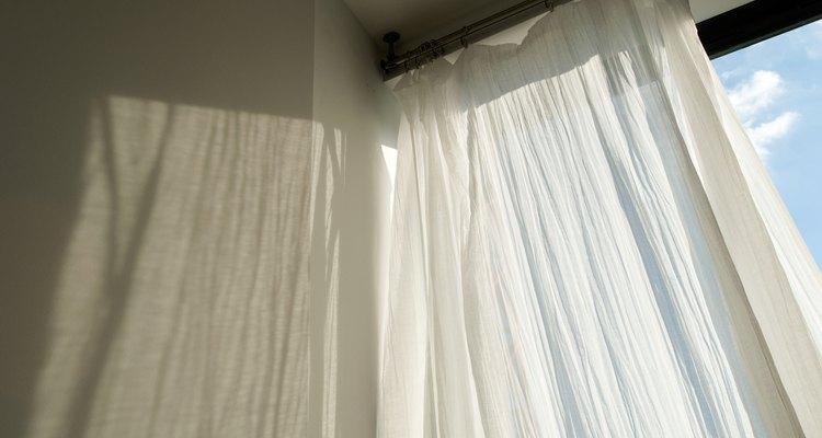 Las cortinas semitransparentes dejan pasar la luz a la vez que te brindan un poco de privacidad.