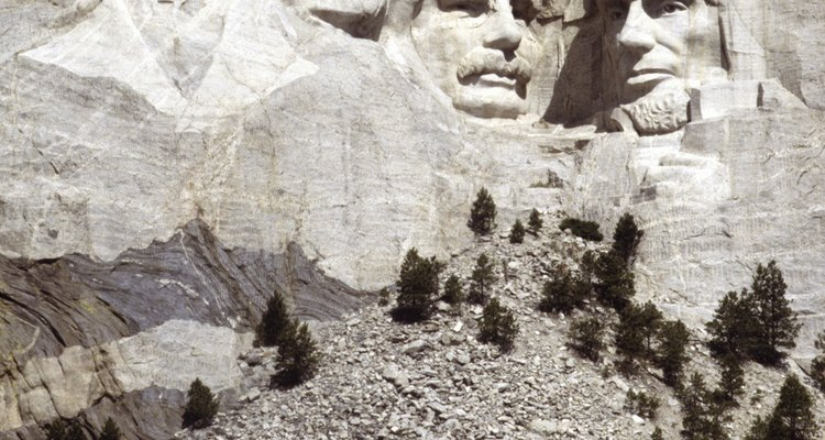 Use chicken wire and plaster to sculpt a miniature version of this iconic American monument.