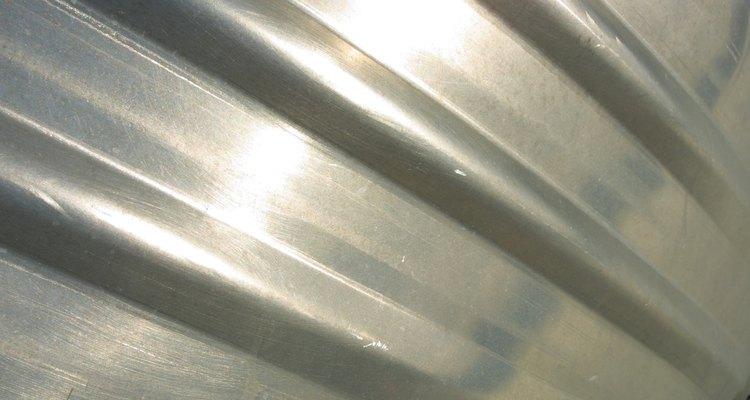 El aluminio se puede pegar de forma segura con un epoxi de dos componentes.