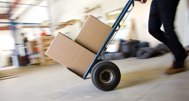 Alguns fabricantes incluem pacotes de gel de sílica nas embalagens de seus produtos para remover a umidade