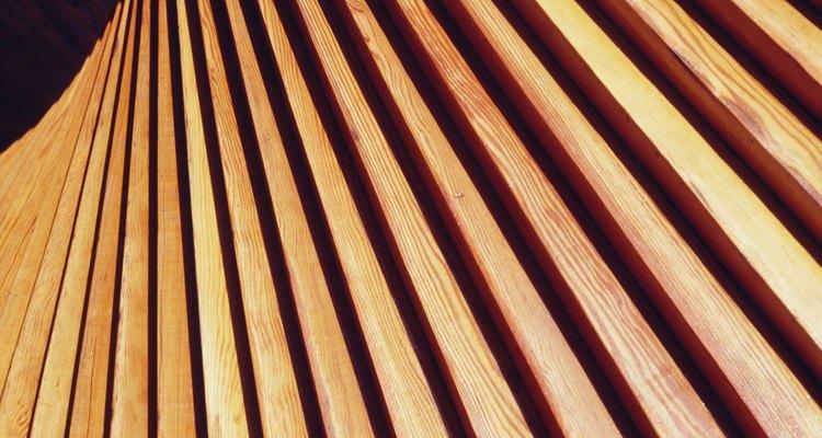 Antes de instalar las tablas para techo machihembrado con clavos, debes realizar cualquier cambio en las tablas que te gustaría hacer.