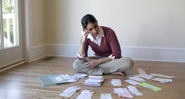 Hablando objetivamente, los aumentos de impuestos producen efectos positivos y negativos sobre la macro y micro economía.