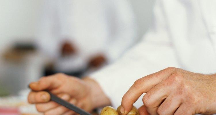 Las patatas pequeñas se cuecen con más rapidez que las grandes.