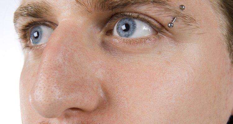 Um piercing na sobrancelha exige cuidados constantes
