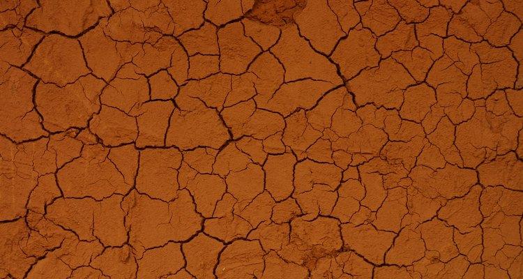 A argila tem inúmeros, pequenos coloides que compõem uma grande área de superfície