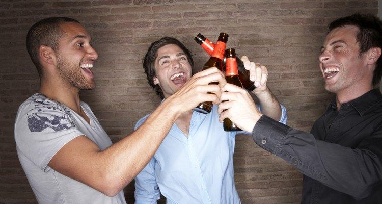 Si tu novio pasa más tiempo con sus amigos, esto puede ser una mala señal.