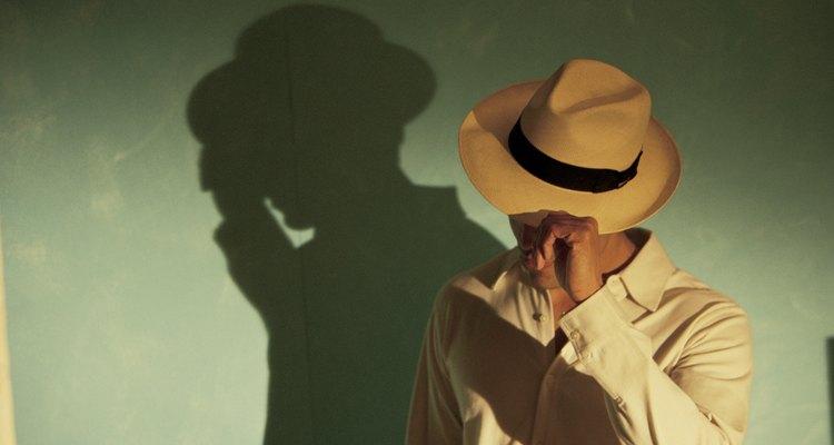 Algunas tendencias de los años 20, como el sombrero, se ven a menudo en la moda moderna.