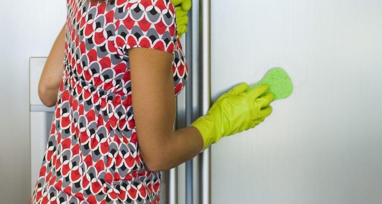 A falta de limpeza do interior da geladeira pode causar formações de mofo